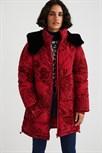 kabát Desigual Japan borgona